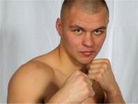Боксьорът, чиято баба била убита в Луганск от украинската армия, предизвика Кличко на двубой