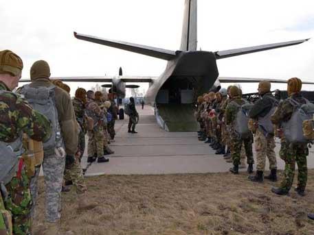 Киев започна военни учения в Донбас