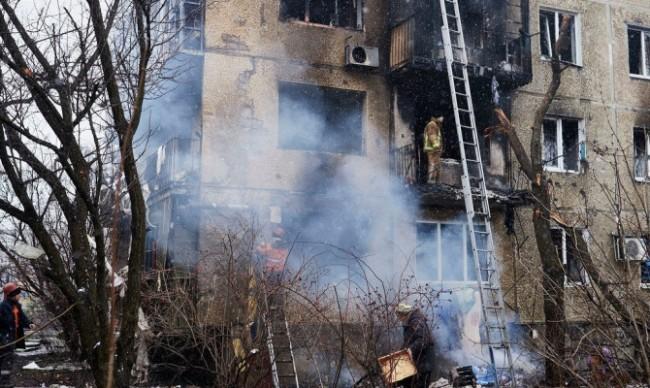 Донецк отново под обстрел, трима са ранени