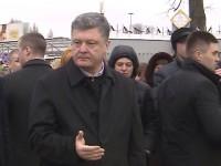 Порошенко се развика на протестиращите в Бориспол