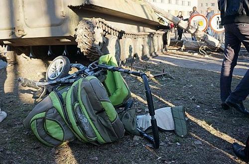 Пияни украински военни прегазиха деца с танк (ВИДЕО)