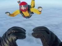 Изкуството на свободното падане: Руските парашутисти скачат и през зимата