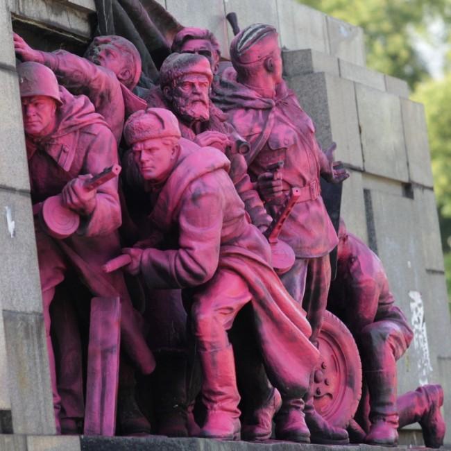 РБ: Референдум за преместване на паметника на Съветската армия