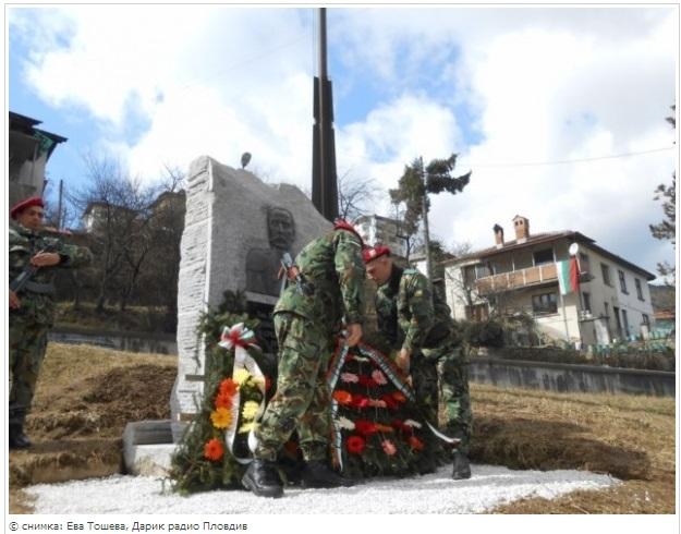 Паметник на генерал Черевин откриха в Смолян