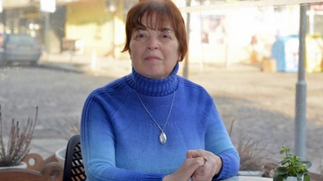 Нина Дюлгерова е професор по международни отношения, доктор на икономическите науки. Преподавател е във ВСУ «Черноризец Храбър» и ЮЗУ «Неофит Рилски».  Професионалните й интереси са в областта на историята и теорията на международните отношения, енергийната сигурност в Черноморския регион.