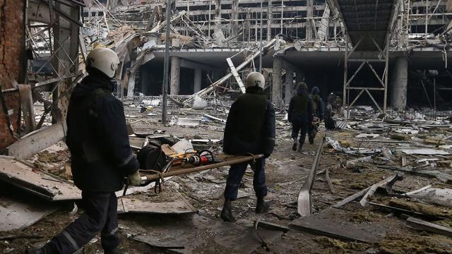 Откриха телата на 400 украински войници до летището в Донецк
