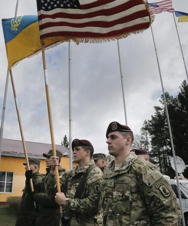 Присъствието на американци в Украйна нажежава обстановката в страната