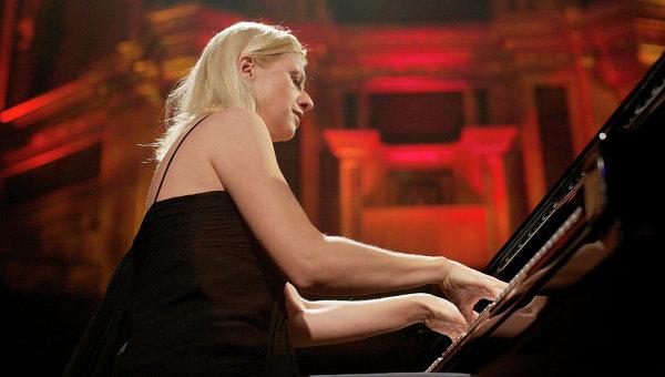 Изгониха известна пианистка от оркестър в Канада заради постовете й срещу Киев
