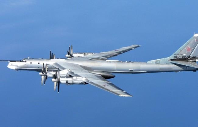 Руски Ту-95 патрулираха над Атлантическия океан