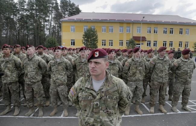Министерството на отбраната на Русия: САЩ обучават бойци от Националната гвардия в зоната на конфликта в Украйна