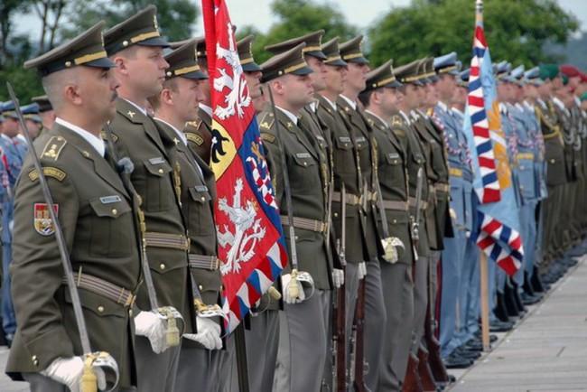 Чехословашки резервисти заявиха пред НАТО, че няма да воюват срещу Русия