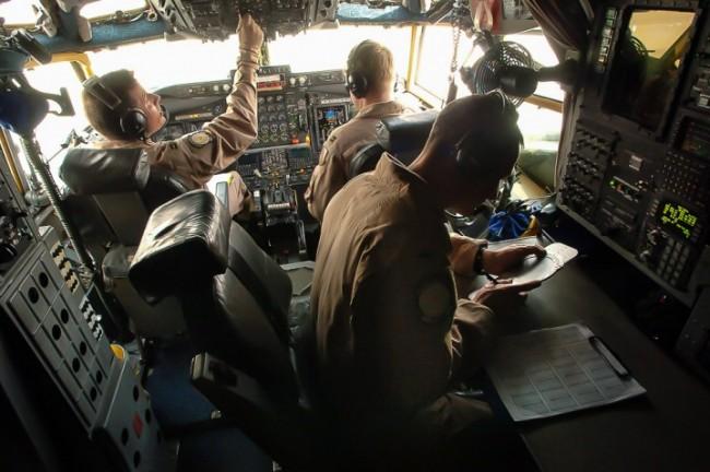 Нервната реакция на САЩ на прихващането на американския самолет-шпионин от руския Су-27