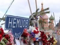 Мостът на Немцов стана атракция