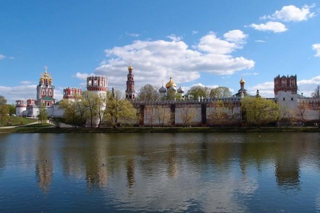 Новодевическият манастир. Последната земна спирка за Гогол и Толстой, за Юрий Никулин и Раиса Горбачова