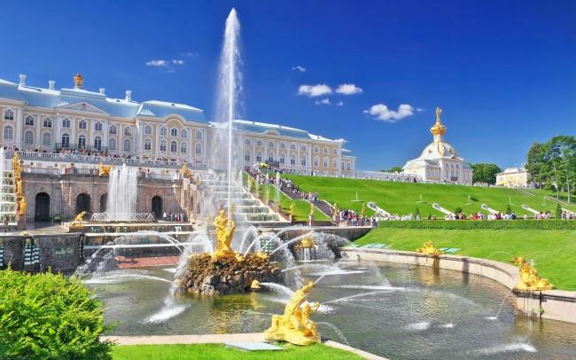 Санкт Петербург открива сезона на фонтаните