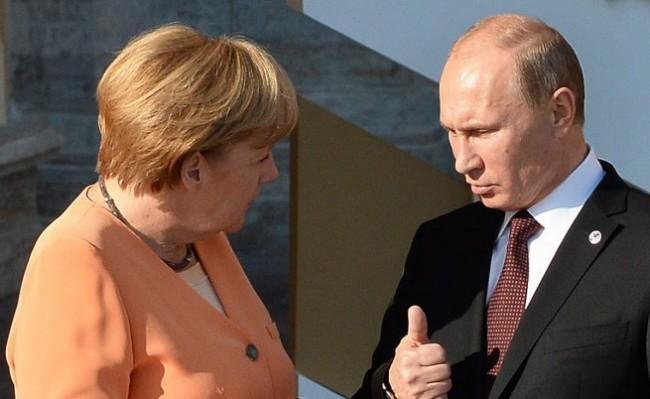 """Ангела Меркел ще проведе """"работен обяд"""" с Владимир Путин"""