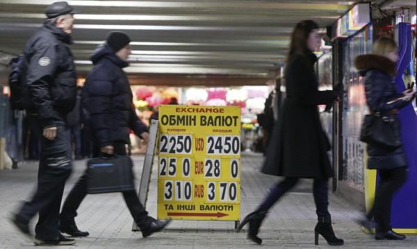 След година конфликт Украйна е в критична за финансите точка