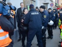 Наказание за антифашистка песен в Латвия