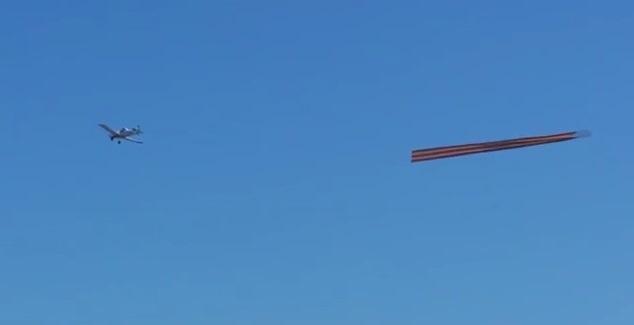 Самолет с 30-метрова Георгиевска лента прелетя над Ню Йорк