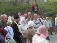 """Жени в Тернополска област в Украйна прогониха разколници и """"Десен сектор"""""""