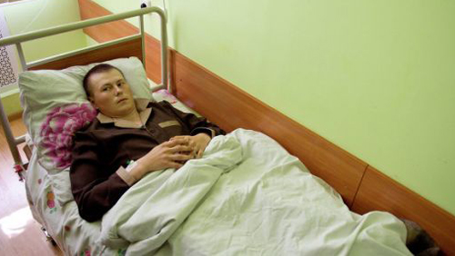 Задържаният руснак в Донбас се е уволнил през декември, твърди съпругата му