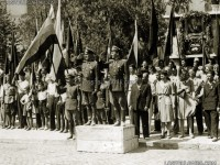 Офицери от Въздушни войски по време на манифестация, 1945 г.