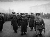 Посрещане на Първа българска армия, завърнала се от фронта - първа фаза Страцин, генерал Владимир Стойчев - главнокомандващ армията, води парада, София, 1945 г.
