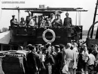 Части от ариергарда на РККА (Рабоче-Крестьянская Красная Армия), по-известна като Червената армия, на борда на румънски шлеп на река Дунав преди навлизането и на българска територия, 8 септември 1944 г.