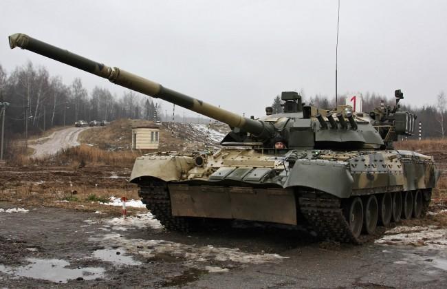 Стоманен валс на танкове Т-80 (видео)