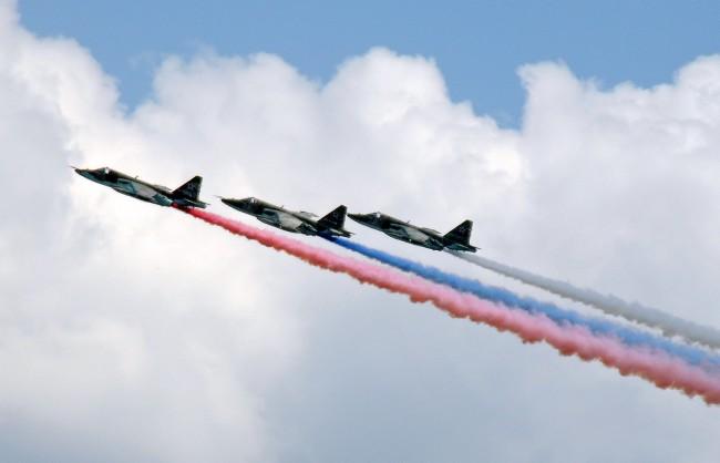 Руски бомбардировачи поразиха всички цели на «Авиадартс-2015»