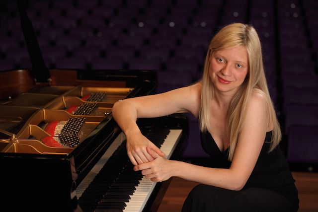 Няколко десетки хиляди души посетиха концерта-реквием на Валентина Лисица в Донецк (видео)