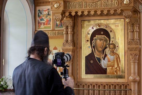 Казанската икона на Божията майка във Валаам пусна миро