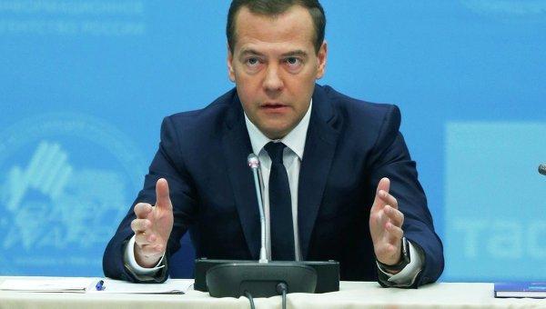 Медведев пристигна на Курилските острови