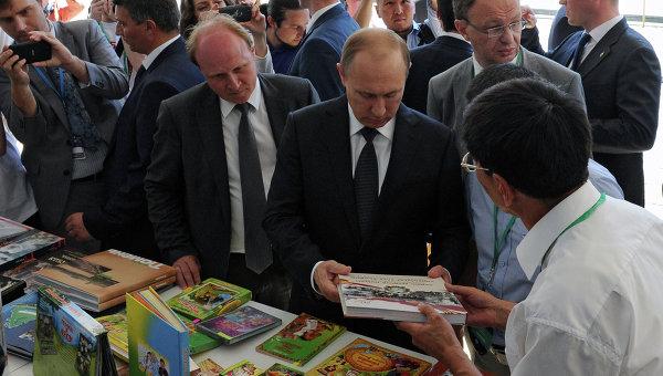 Путин обеща $1 млн. от личния си фонд в подкрепа на детската литература