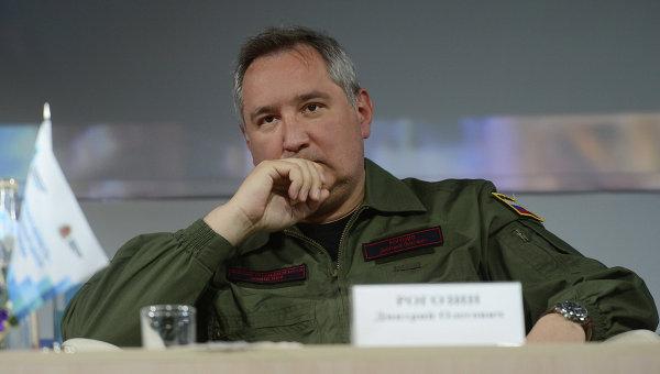 """Рогозин: НАТО """"геройски се бори"""" с проблемите, които сама си създава"""