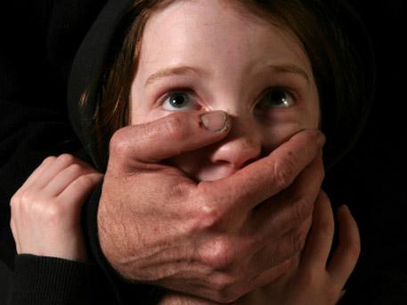 Украински военен изнасили дете и открадна телефона му