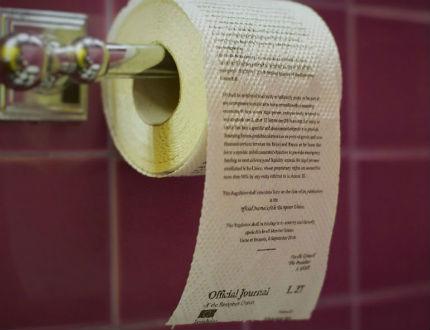 Тоалетна хартия с отпечатан на нея текст със санкциите срещу Русия започна да се разпространява в руския град Омск.