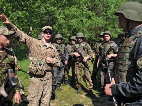 Военни на НАТО пристигнаха в Западна Украйна