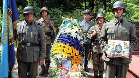 В Западна Украйна продължават да почитат военни престъпници