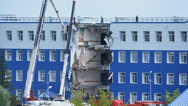23 са жертвите на срутването на казармата в Омск