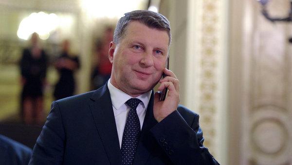 Посъветваха президента на Латвия да не общува с журналисти на руски