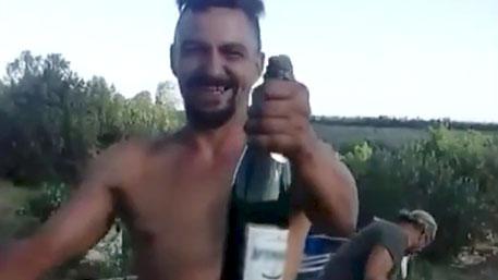"""Пияни украински военни поздравяват командира си с """"празничен"""" залп по мирните жители"""