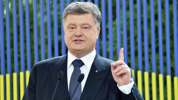 Порошенко: Промените в конституцията няма да дадат особен статут на Донбас