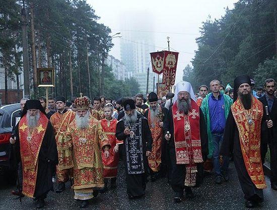 Над 60 хил. поклонници почетоха паметта на светите Царски мъченици в Екатеринбург
