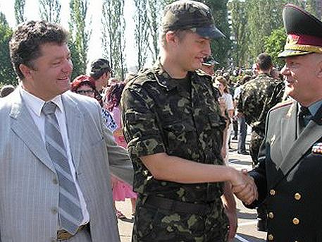Синът на Порошенко фалшифицира удостоверение, че е участвал в боевете в Донбас