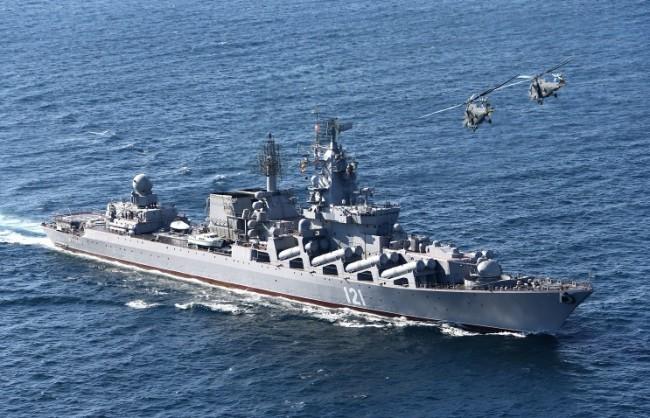"""Крайцерът """"Москва"""" изпълни стрелба с крилати ракети по надводни цели в Атлантическия океан"""