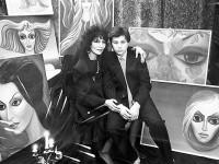 Джуна с любимия си син Вахо сред множеството картини