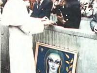 Джуна подарява картина на Папа  Йоан Павел II