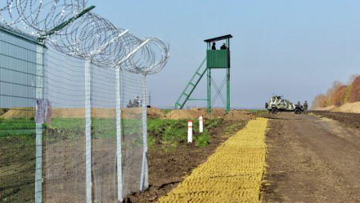 """Украинската """"стена"""" на границата с Русия се превърна в мрежеста ограда"""