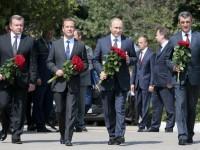 Путин и Медведев посетиха мемориала Малахов курган и почетоха паметта на защитниците на Севастопол